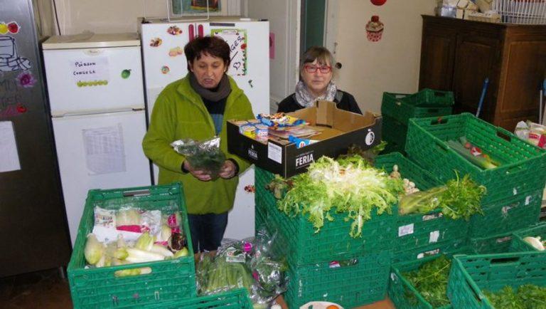 benevoles de l'association Vert Soleil, épicerie solidaire et sociale de Roquettes